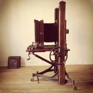 Mahalia, la chambre photographique de 1890 de l'atelier  Instants Tannés utilisée pour réaliser les portraits